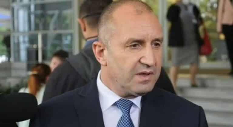 Румен Радев: Правителството прави всичко възможно да избегне най-тежкият вариант – пълно затваряне на държавата
